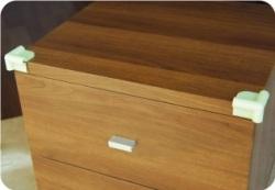 光って安全【蓄光シリコンコーナークッションSCC-01(4個入り)】やわらかいシリコン製 取付した画像